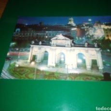 Postales: ANTIGUA POSTAL DE MADRID.PUERTA DE ALCALÁ . AÑOS 60. Lote 195020668