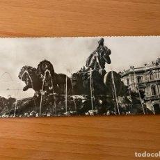 Postales: POSTAL PANORÁMICA 'FUENTE DE LA CIBELES - MADRID' - 1956. Lote 195357883