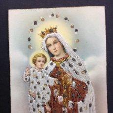 Postales: IMPRESIONANTE POSTAL DE LA VIRGEN ANTIGUA BORDADA EN HILO Y PIEDRAS. Lote 195468007