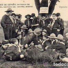 Postales: EXPLORADORES DE ESPAÑA . FOTÓGRAFOS DEL DISTRITO CENTRO MADRID. SERIE A OYENDO UNA EXPLICACION. Lote 197205128