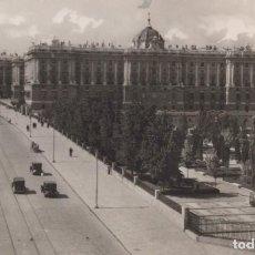 Postales: POSTAL MADRID - PALACIO REAL Y CALLE BAILEN - 70 HELIOTIPIA. Lote 198562387