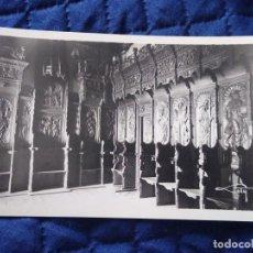 Postales: 0409 MADRID. SAN FRANCISCO EL GRANDE. SALA CAPITULAR. SILLERÍA SIGLO XV LOTY FOTÓGRAFO.. Lote 199404112