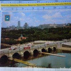 Postales: POSTAL DE MADRID. AÑO 1988. PUENTE DE SEGOVIA Y RÍO MANZANARES. 137 ESCUDO ORO. 2726. Lote 199737595