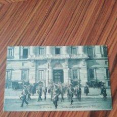 Postales: POSTAL MADRID. SALIDA DE LOS ALABARDEROS DE PALACIO. AHE. SC. Lote 200361856