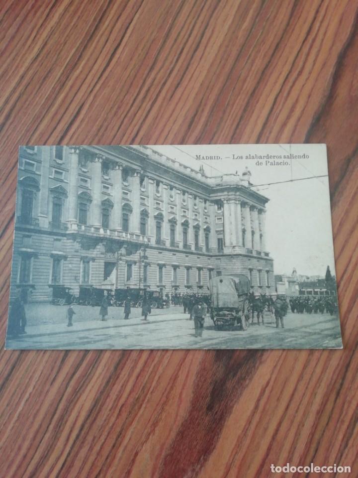 POSTAL MADRID. LOS ALABARDEROS SALIENDO DE PALACIO. DESCONOCIDO. SC (Postales - España - Comunidad de Madrid Antigua (hasta 1939))