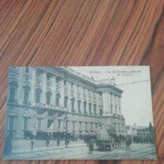 Postales: POSTAL MADRID. LOS ALABARDEROS SALIENDO DE PALACIO. DESCONOCIDO. SC. Lote 203546277