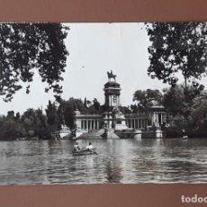 Postales: POSTAL ESTANQUE DEL RETIRO. MADRID. DOMINGUEZ. FISA. 1959. CIRCULADA EN 1962.. Lote 206153058
