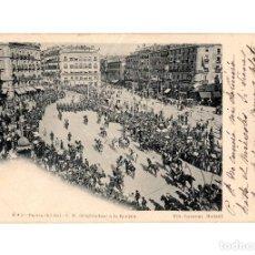 Cartoline: MADRID.- FIESTAS REALES DE 1902.- PUERTA DEL SOL. S.M. DIRIGIENDOSE A LA REVISTA. Nº2. FOT. LAURENT.. Lote 210138783