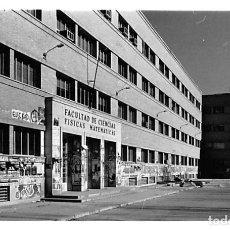 Postales: MADRID.- FOTOGRAFÍA FACULTAD FISICAS. Lote 210196285