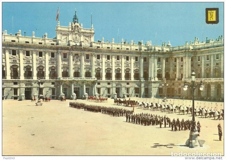 // E226 - POSTAL - MADRID - PALACIO REAL - PLAZA DE LA ARMERIA - COMITIVA DE CARTAS CREDE (Postales - España - Madrid Moderna (desde 1940))