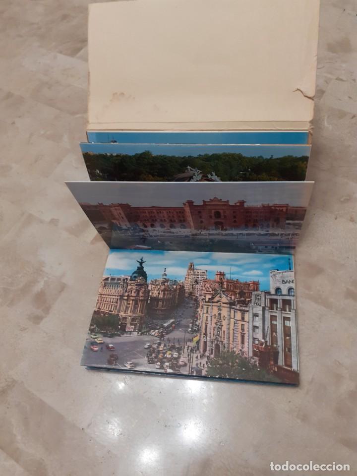 Postales: carpeta souvenir años 60 con diez postales de Madrid - Foto 2 - 217787565