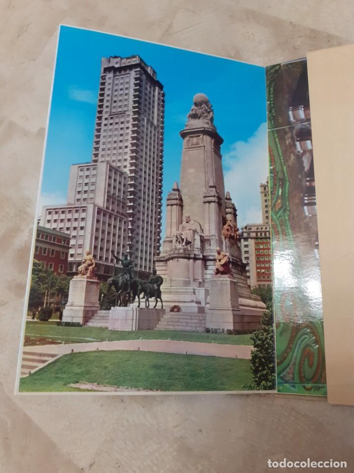 Postales: carpeta souvenir años 60 con diez postales de Madrid - Foto 3 - 217787565