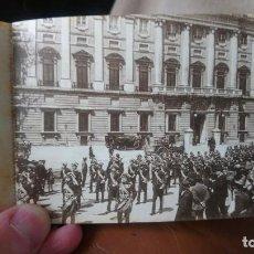 Postales: POSTAL MADRID AÑOS 20 PALACIO REAL SALIDA DE ALABARDEROS. Lote 222524722