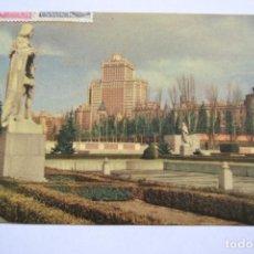 Postales: POSTAL. 141. MADRID. EL RASCACIELOS ESPAÑA VISTO DESDE LOS JARDINES DEL PALACIO REAL. ED. MAYFE.. Lote 222750430