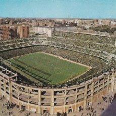 Postales: MADRID, CAMPO DE FUTBOL ESTADIO SANTIAGO BERNABEU. ED. DOMINGUEZ Nº 70. AÑO 1962. ESCRITA. Lote 271557888