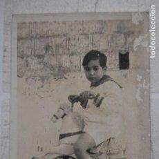 Postales: MADRID 1917 POSTALE NIÑO CON TRICICLO. Lote 236010470