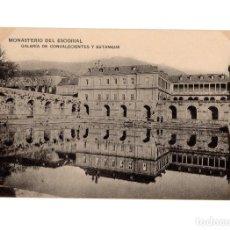 Postales: MONASTERIO DEL ESCORIAL.(MADRID).- GALERÍA DE CONVALECIENTES Y ESTANQUE.. Lote 236793405