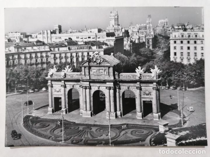 POSTAL MADRID, PUERTA DE ALCALA, AÑOS 60 (Postales - España - Madrid Moderna (desde 1940))