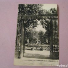 Postales: POSTAL DE MADRID. RETIRO: PUERTA DE HERNANI. HELIOTIPIA ARTISTICA ESPAÑOLA. 59. CIRCULADA 1963.. Lote 245469275