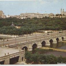 Postales: MADRID. AL FONDO, PALACIO REAL Y TORRES DE PLAZA ESPAÑA. CIRCULADA EN 1966.. Lote 261553775