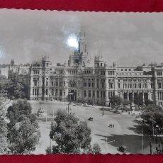 Postales: POSTAL 50. MADRID PLAZA CIBELES Y PALACIO DE COMUNICACIONES. ED. GARCIA GARRABELLA. Lote 261964530