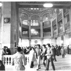 Postales: MADRID. 1970 EDIFICIO DE CORREOS. REPORTAJE FOTOGR´FAICO CON 28 FOTOGRAFÍAS DE 18 X 12,5 CMS.. Lote 262260295