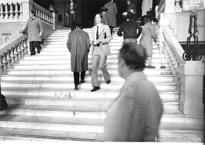 Postales: MADRID. 1970 EDIFICIO DE CORREOS. REPORTAJE FOTOGR´FAICO CON 28 FOTOGRAFÍAS DE 18 X 12,5 CMS. - Foto 2 - 262260295
