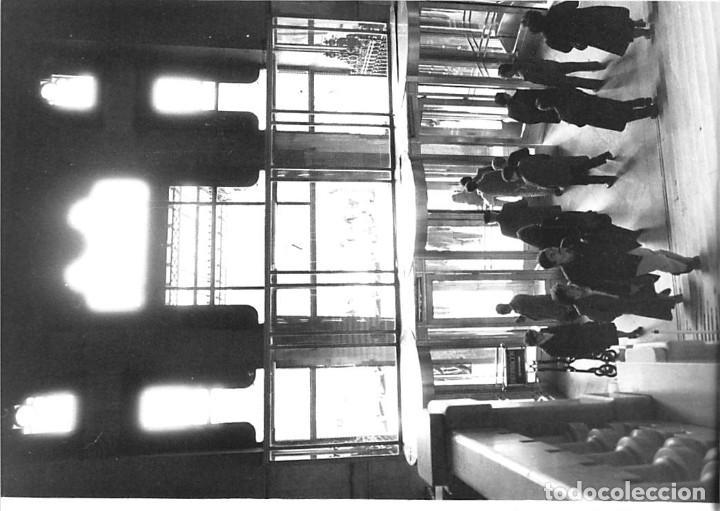 Postales: MADRID. 1970 EDIFICIO DE CORREOS. REPORTAJE FOTOGR´FAICO CON 28 FOTOGRAFÍAS DE 18 X 12,5 CMS. - Foto 3 - 262260295