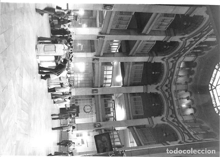Postales: MADRID. 1970 EDIFICIO DE CORREOS. REPORTAJE FOTOGR´FAICO CON 28 FOTOGRAFÍAS DE 18 X 12,5 CMS. - Foto 4 - 262260295