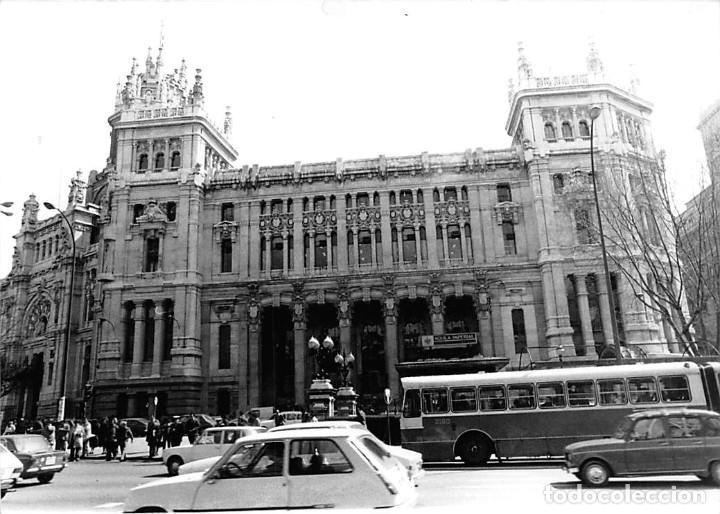 Postales: MADRID. 1970 EDIFICIO DE CORREOS. REPORTAJE FOTOGR´FAICO CON 28 FOTOGRAFÍAS DE 18 X 12,5 CMS. - Foto 5 - 262260295