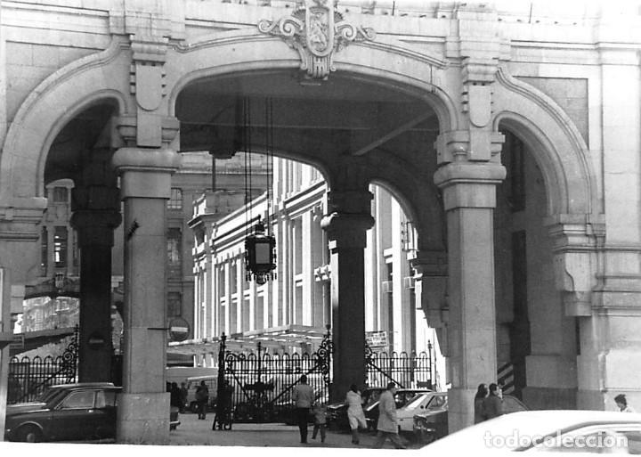 Postales: MADRID. 1970 EDIFICIO DE CORREOS. REPORTAJE FOTOGR´FAICO CON 28 FOTOGRAFÍAS DE 18 X 12,5 CMS. - Foto 6 - 262260295