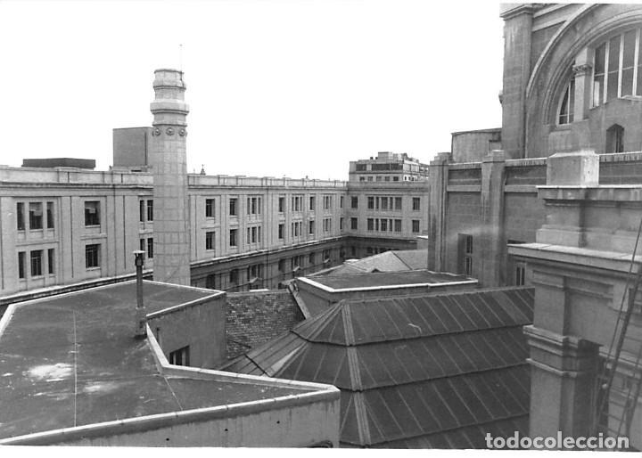 Postales: MADRID. 1970 EDIFICIO DE CORREOS. REPORTAJE FOTOGR´FAICO CON 28 FOTOGRAFÍAS DE 18 X 12,5 CMS. - Foto 8 - 262260295