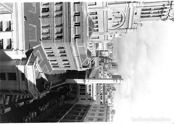 Postales: MADRID. 1970 EDIFICIO DE CORREOS. REPORTAJE FOTOGR´FAICO CON 28 FOTOGRAFÍAS DE 18 X 12,5 CMS. - Foto 9 - 262260295