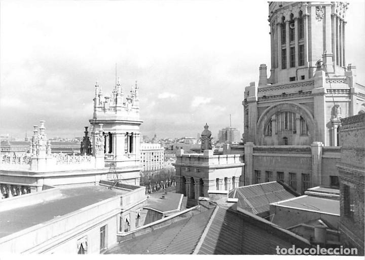 Postales: MADRID. 1970 EDIFICIO DE CORREOS. REPORTAJE FOTOGR´FAICO CON 28 FOTOGRAFÍAS DE 18 X 12,5 CMS. - Foto 10 - 262260295