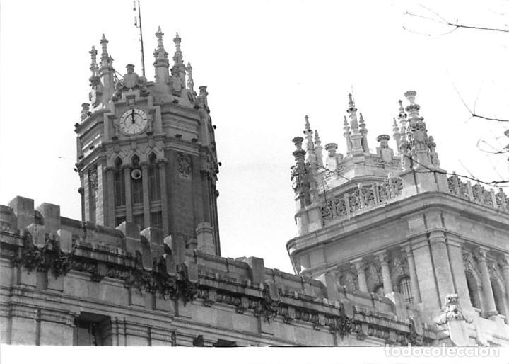Postales: MADRID. 1970 EDIFICIO DE CORREOS. REPORTAJE FOTOGR´FAICO CON 28 FOTOGRAFÍAS DE 18 X 12,5 CMS. - Foto 11 - 262260295