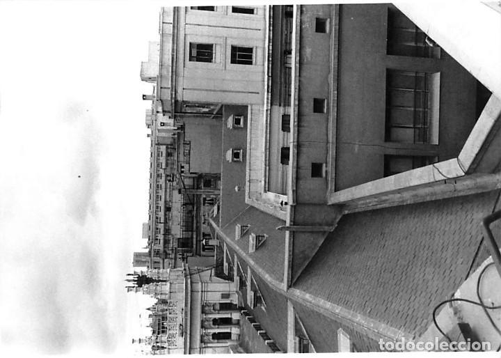 Postales: MADRID. 1970 EDIFICIO DE CORREOS. REPORTAJE FOTOGR´FAICO CON 28 FOTOGRAFÍAS DE 18 X 12,5 CMS. - Foto 15 - 262260295