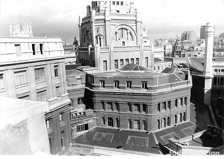 Postales: MADRID. 1970 EDIFICIO DE CORREOS. REPORTAJE FOTOGR´FAICO CON 28 FOTOGRAFÍAS DE 18 X 12,5 CMS. - Foto 16 - 262260295