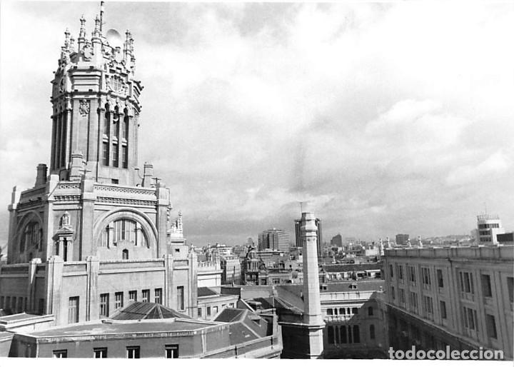 Postales: MADRID. 1970 EDIFICIO DE CORREOS. REPORTAJE FOTOGR´FAICO CON 28 FOTOGRAFÍAS DE 18 X 12,5 CMS. - Foto 17 - 262260295