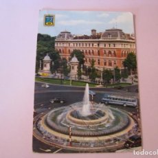 Postales: POSTAL DE MADRID. FUENTE DE LA PLAZA DEL EMPERADOR CARLOS V. DOMINGUEZ. ESCRITA 1965.. Lote 263033335