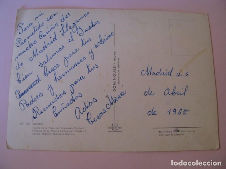 Postales: POSTAL DE MADRID. FUENTE DE LA PLAZA DEL EMPERADOR CARLOS V. DOMINGUEZ. ESCRITA 1965. - Foto 2 - 263033335