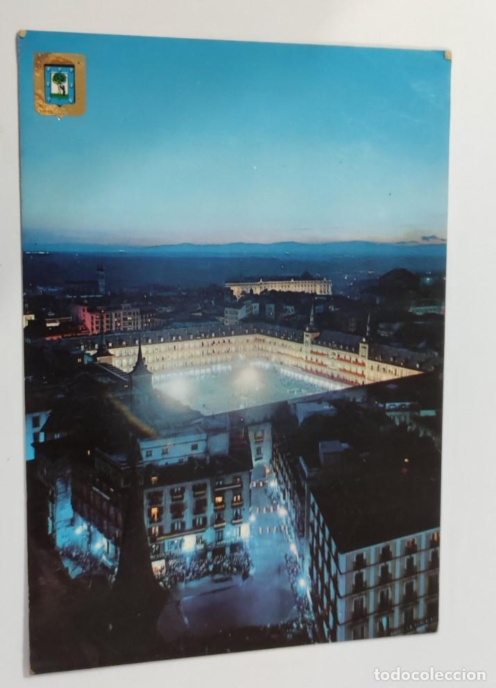 POSTAL MADRID PLAZA MAYOR, AL FONDO PALACIO REAL. VISTA NOCTURNA (Postales - España - Madrid Moderna (desde 1940))