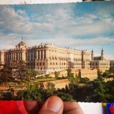 Postales: POSTAL MADRID FACHADA NORTE Y OESTE DEL PALACIO REAL N 32 GARCÍA GARRABELLA 1963 ESCRITA. Lote 270573248
