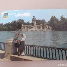 Postales: POSTALES- Nº 153 MADRID CAPITAL- ESTANQUE DEL RETIRO- Y PAREJITA TÍPICA- EDC.DOMÍNGUEZ. Lote 278831553