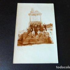 Postales: ALTO DEL LEON PUERTO DE GUADARRAMA MADRID GRUPO HACIA 1910 POSTAL FOTOGRAFICA. Lote 286418478