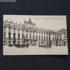 Postales: FOTOTIPIA J. ROIG - MADRID. PALACIO REAL: PLAZA DE LA ARMERÍA. POSTAL ANIMADA CON CARRUAJES. Lote 286470848