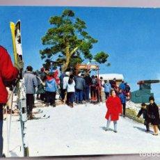 Cartoline: POSTAL FOTOGRÁFICA SIERRA NAVACERRADA ACCESO TELESILLA ESQUÍ NIEVE CIRCULADA SELLO AÑOS 60. Lote 287695743