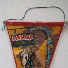 Postales: DOS BANDERINES MADRID AÑOS 60. Lote 290179083