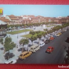 Postales: POSTAL POST CARD MADRID ALCALÁ DE HENARES PLAZA MAYOR PLACE SQUARE COCHES LAND ROVER SEAT 850 ETC.... Lote 293371488