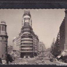 Postales: 5 - MADRID. AVENIDA JOSÉ ANTONIO (AUTOBUSES, COCHES DE ÉPOCA) CALLAO, CAMEL, CIFESA, SISSI. Lote 295936353