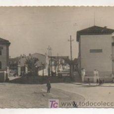 Postales: PATERNA. ESCUELAS GRADUADAS Y AVENIDA PRIMO DE RIVERA. . Lote 15461155